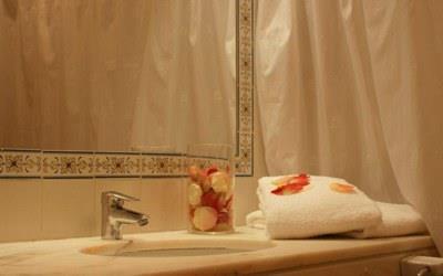 pousada-sagres-bedroom-bathroom