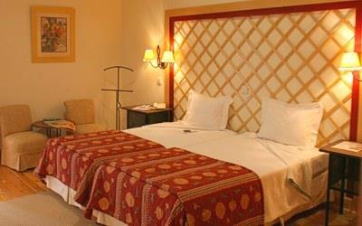 pousada-vila-pouca-da-beira-twin-bedroom