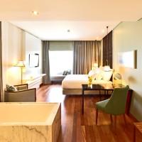 Spacious bedroom - Lisbon Pousada
