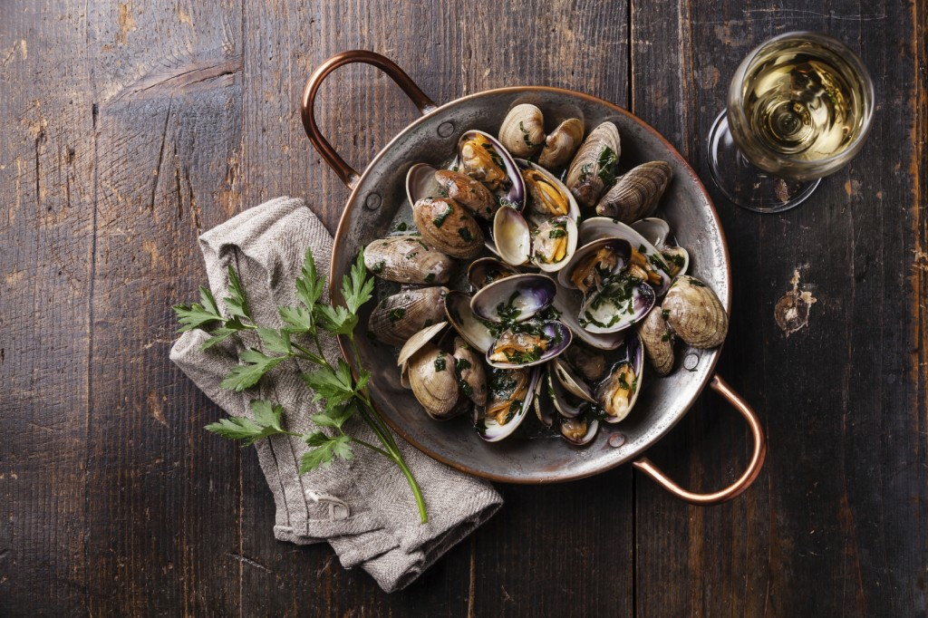 Seafood clams - iStock_000063293325_Medium