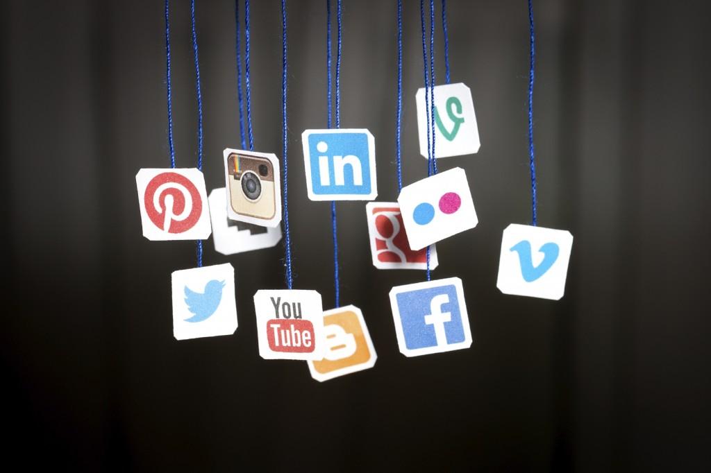 Social Media - iStock_000054031282_Medium