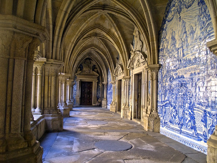 cloister of cathedral Se, Porto, Portugal