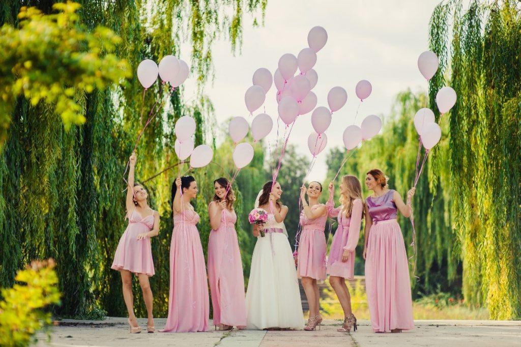 marriage-bridesmaids-bride-balloons-dress-pink