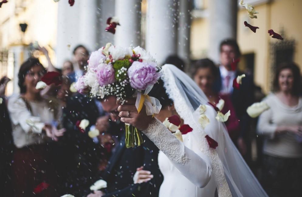 wedding-bride-groom-marriage-married-marry-dress-bouquet-flower-petals-confetti-celebration